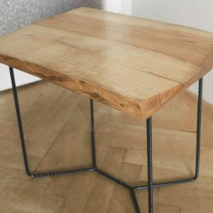 jasenovy_prirucny_stolik